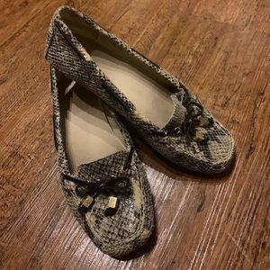 Women's snake skin loafer